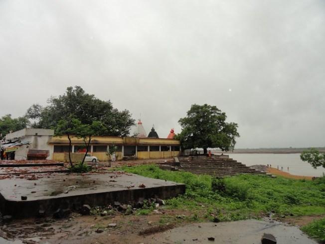 Gandheshwar Temple Along With Mahanadi River