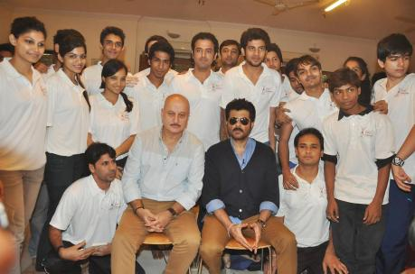 Anil Kapoor posing with students of Anupam Kher's acting school An Actor Prepares